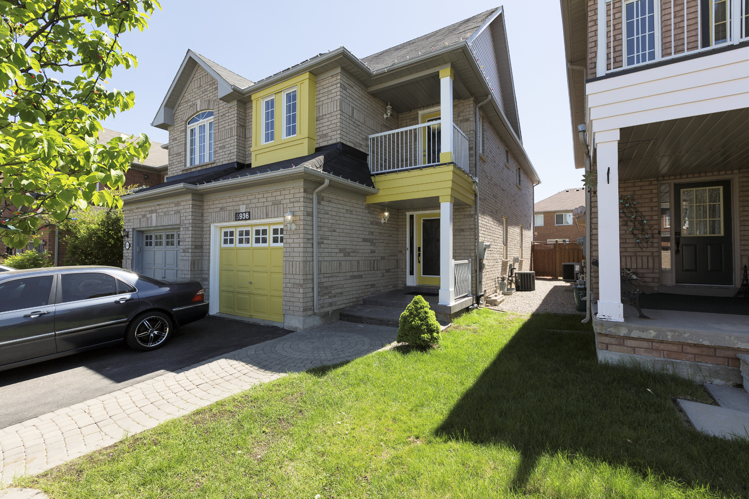 5936 algarve drive mississauga ontario l5m6y7 for Modern homes mississauga