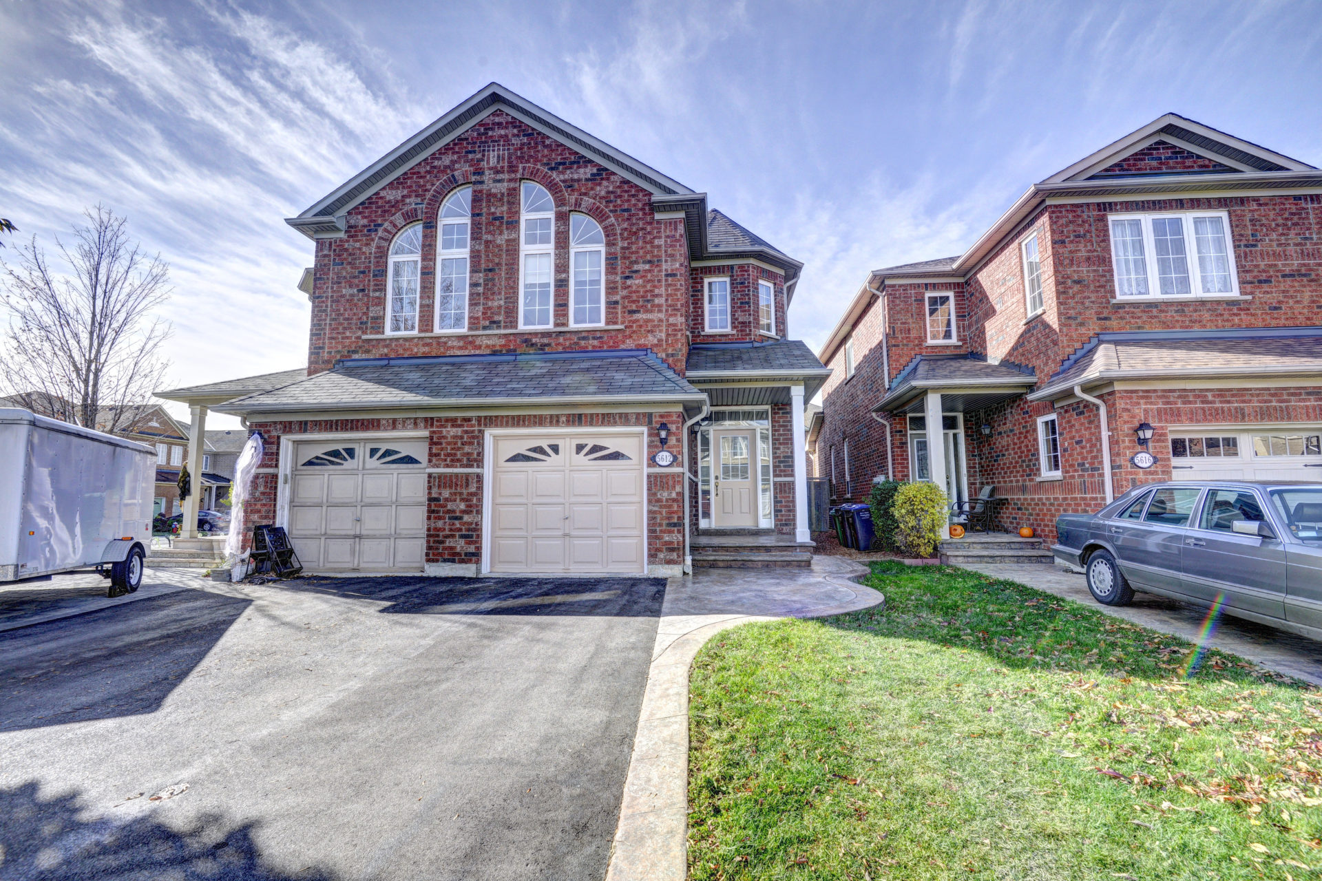 5612 raleigh street mississauga ontario l5m7e5 sheema for Modern homes mississauga